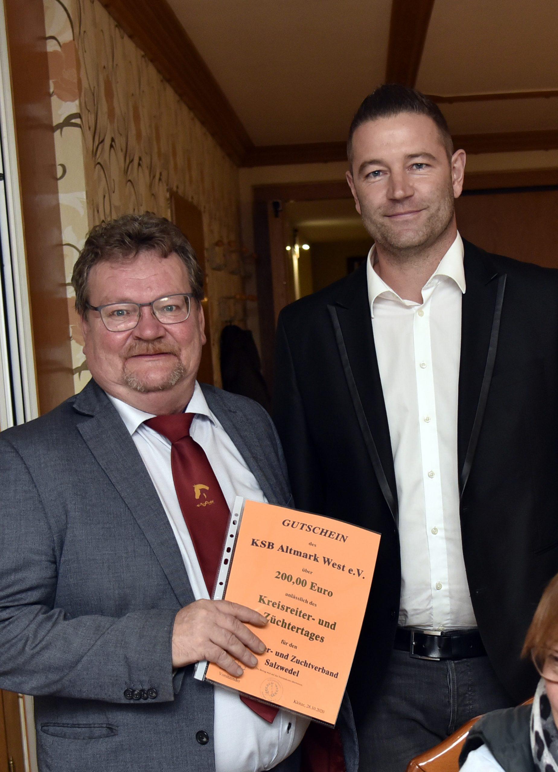 Andreas Lenz vom KSB dankt dem KRZV